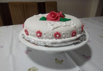 cobertura de bolo de aniversario com açucar limao clara de ovos