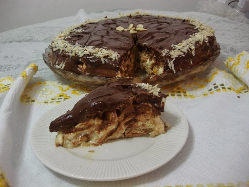 bolo de chocolate com trufa de amendoim e chocolate