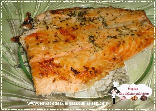salmão assado no papel aluminio na churrasqueira