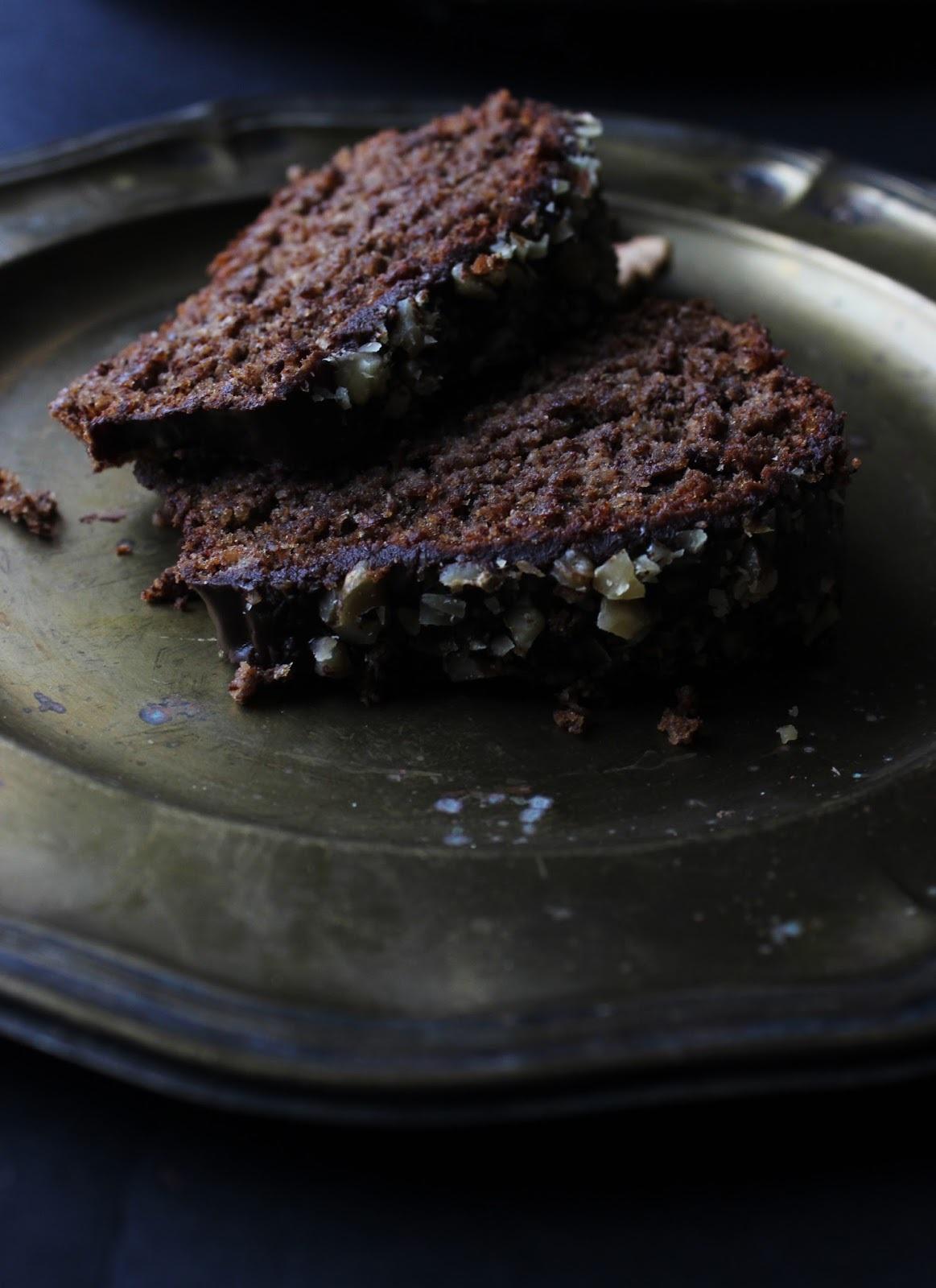Sočni kolač od oraha i čokolade