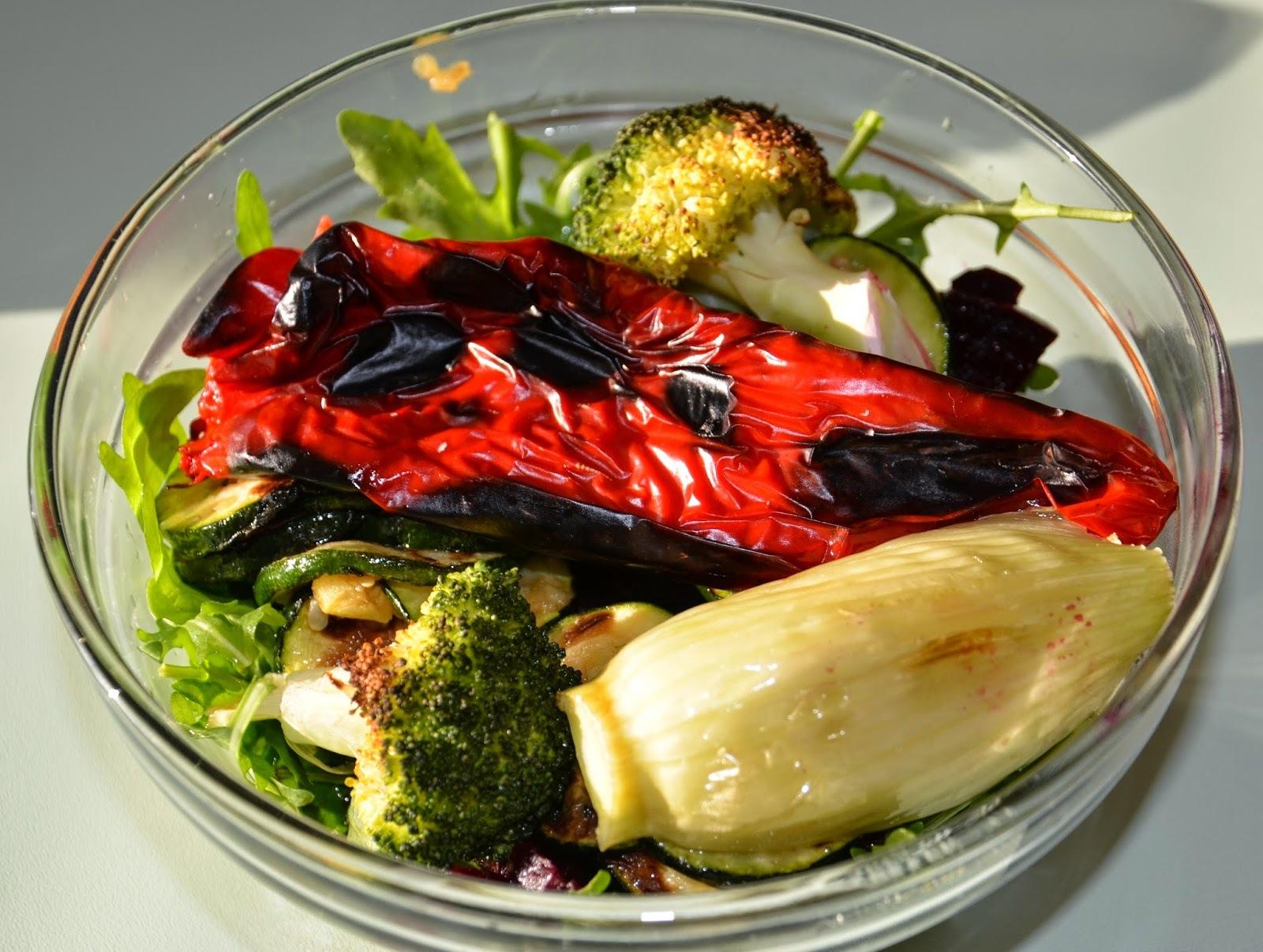 Rukolový šalát s grilovanou zeleninou