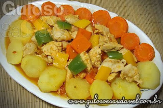 como fazer frango cozido com batata e cenoura