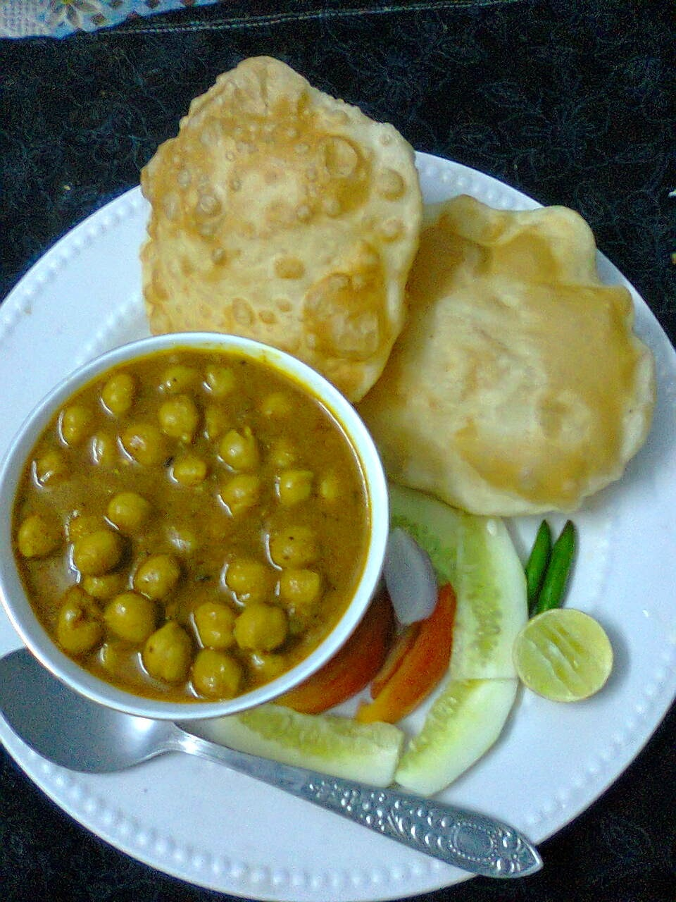 Easy Chana Bhatura Recipe/ Punjabi Chole Bhature.