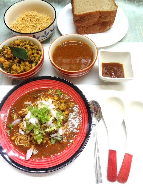 Misal Paav    ( Popular Maharashtrian snack)