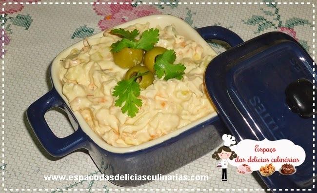 Patê de frango, cenoura, milho, queijo e azeitonas
