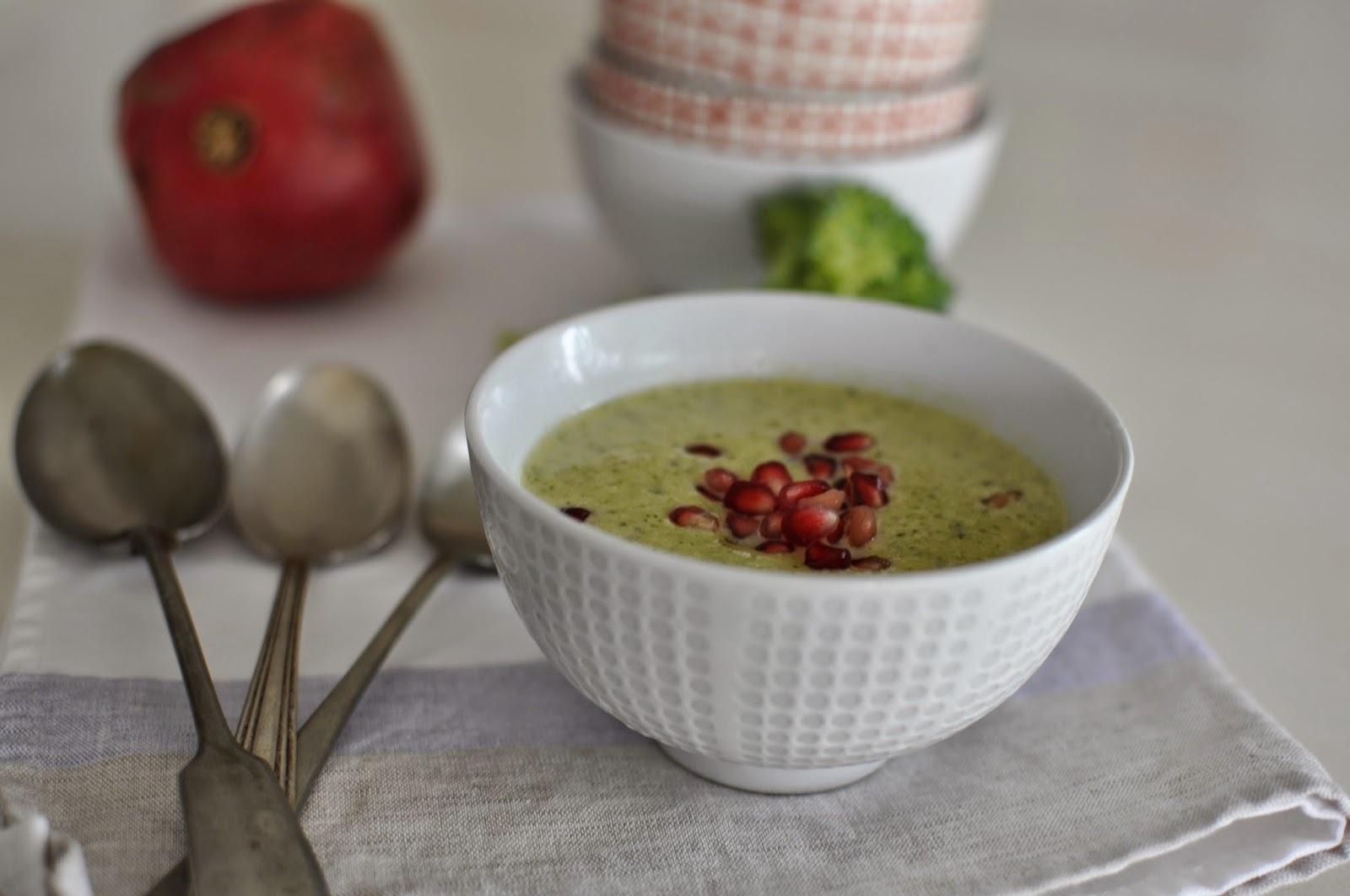 Sopa de brócoli y zapallo italiano