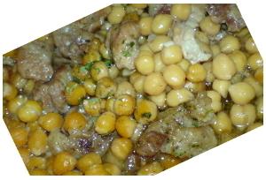 Tejfölös csicseriborsó főzelék fokhagymával és disznóhússal