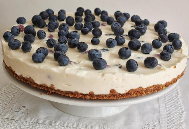 Sütés nélküli bogyós gyümölcs-krémtorta/Beerencremetorte aus dem Kühlschrank