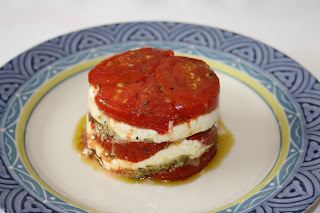 Mille-feuilles tomates confites/mozzarelle/pistou