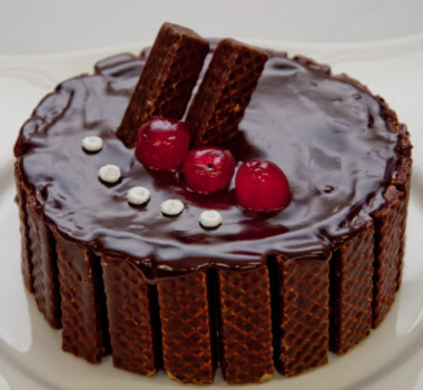 torta de biscoito wafer e brigadeiro
