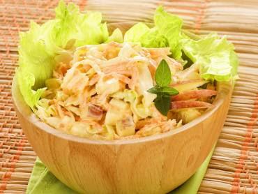 salada de repolho alface cenoura com maionese
