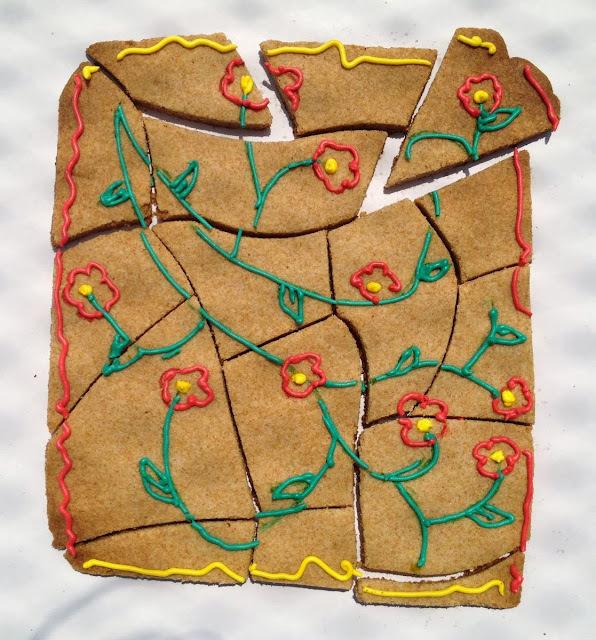 decoração de bolo com biscoito