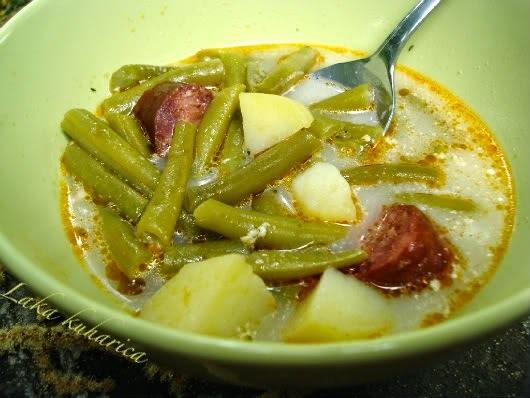 Varivo s mahunama, krumpirom i dimljenom kobasicom :: Green string beans with potatoes and smoked sausage