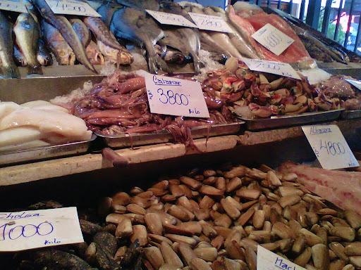 corvina frita com molho de camarão