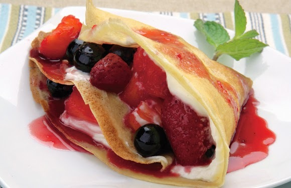 Panqueques con Queso Crema, Berries y Piña