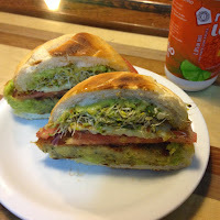 [Por aí] Hambúrguer vegano no Villa Cruz Mini-Market