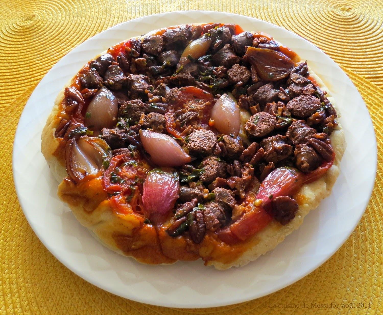 Tarte Tatin aux merguez et aux tomates fraîches