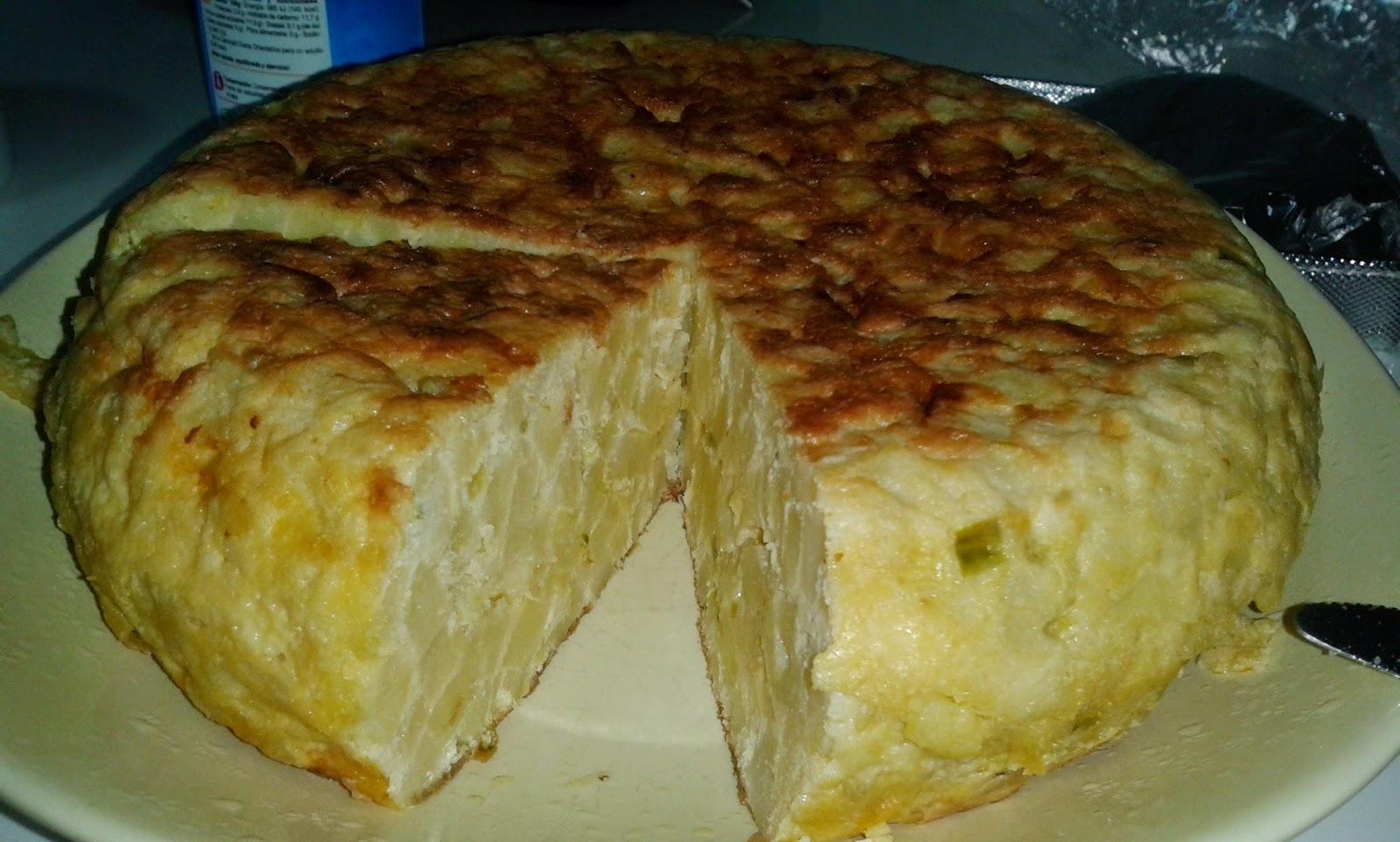 Tortilla de patatas con cebolla, pimiento y calabacín