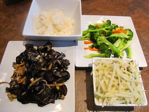 清炒花椰菜、木耳炒蛋、醋溜土豆絲、懶人海菜湯