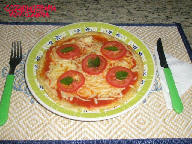 Pão de queijo de frigideira que virou pizza + uma homenagem a Nane
