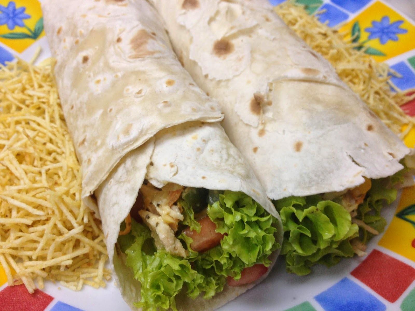 Wrap feito com Rap 10: Prático e Saboroso! Faça seu recheio de frango ou carne ou vegetariano e use a salada que desejar!