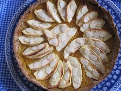 Torta com purê de damascos e maçã