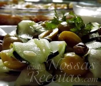 Salada de Pepino com Molho de Queijo