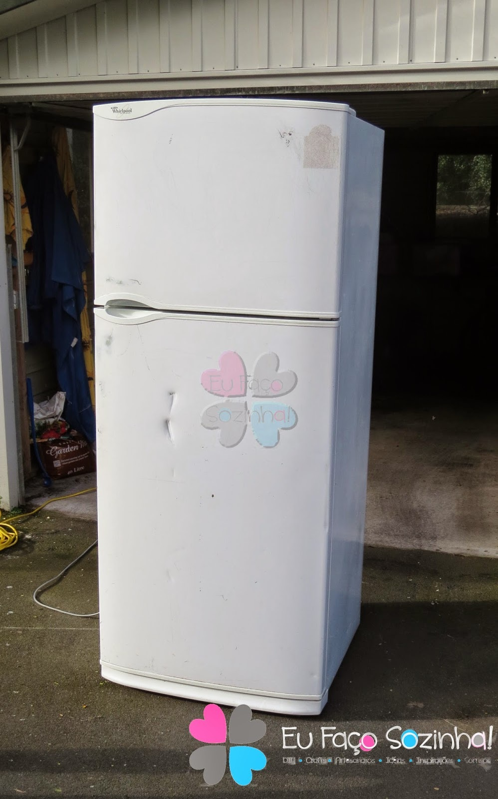 Pintando a geladeira / Painting the fridge
