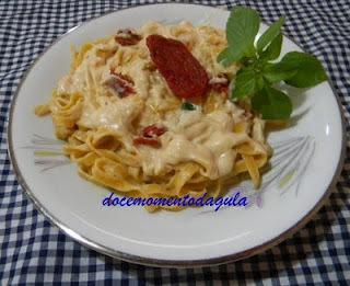 Macarrão  com catupiry e tomate seco
