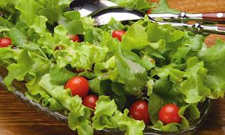 Receita de salada com molho de maracujá