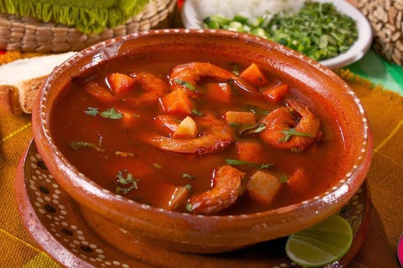 caldo de pescado con chile guajillo