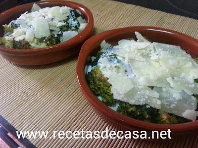 Cazuelitas de brocoli y parmesano