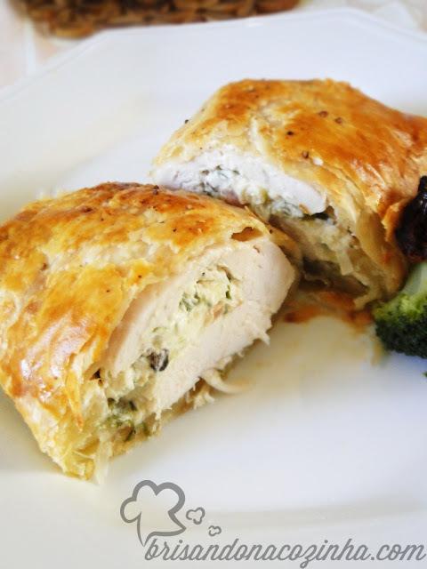 Kaytucky Chicken - Trouxa folhada de frango recheado com cream cheese, alho poró e bacon