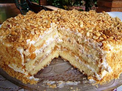 bolo pão de ló em forma grande quadrada
