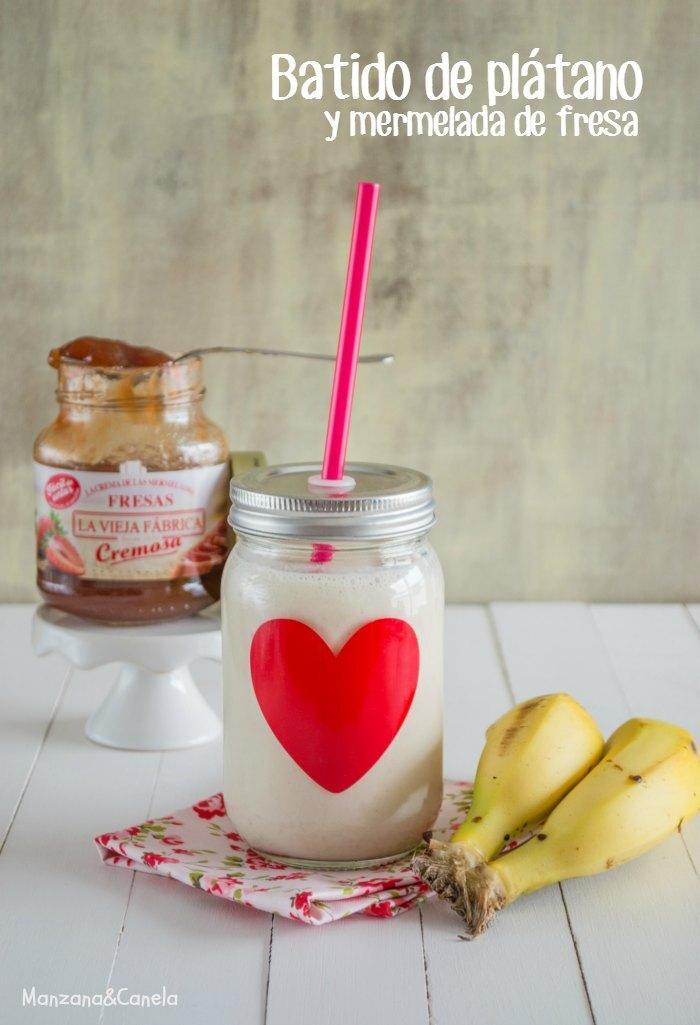 Batido de plátano y mermelada de fresa