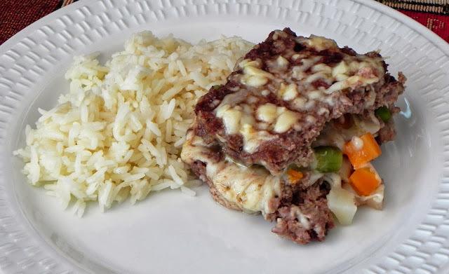 Bolo de Carne com Queijo e Legumes