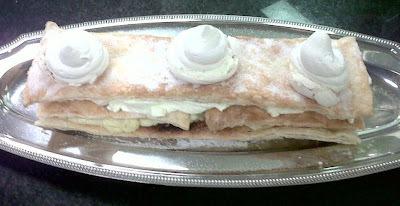 Escalope de mignon com Molho Gorgonzola, Purê de Couve-Flor Caramelizada, Saint Honoré, Suspiro recheado e Falafel....................
