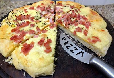 de pizza caseira tipo torta com sardinha