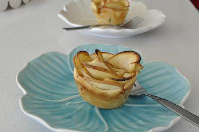 Rosas de manzana en masa horneada