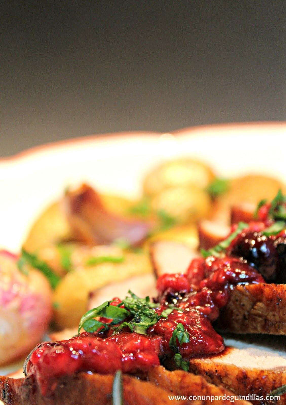 Lomo ibérico macerado en rojo dulce con reducción de frutos del bosque