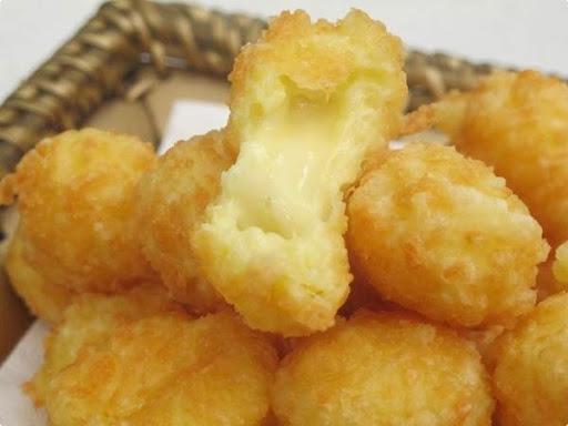 bolinho de polvilho doce com queijo frito