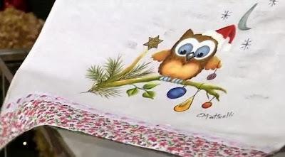Saiba como fazer um pano de copa com pintura de coruja natalina!