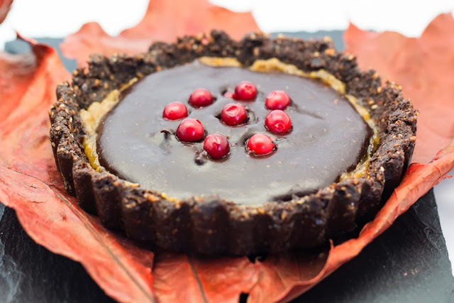 Raw Gingerbread Pie with Caramel and Chocolate