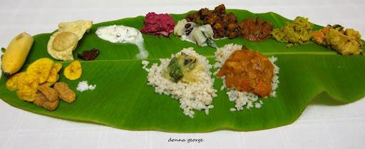 """Onathumbikal Paadum Puzhayoram..."" - Masala Kootu Curry"