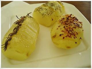 batata inteira com queijo assada no forno