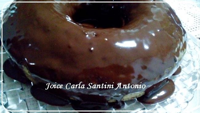 Bolo pão de mel com calda de chocolate, de Joice Carla Santini Antonio