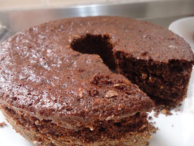 bolo de farinha integral com nozes e damasco seco