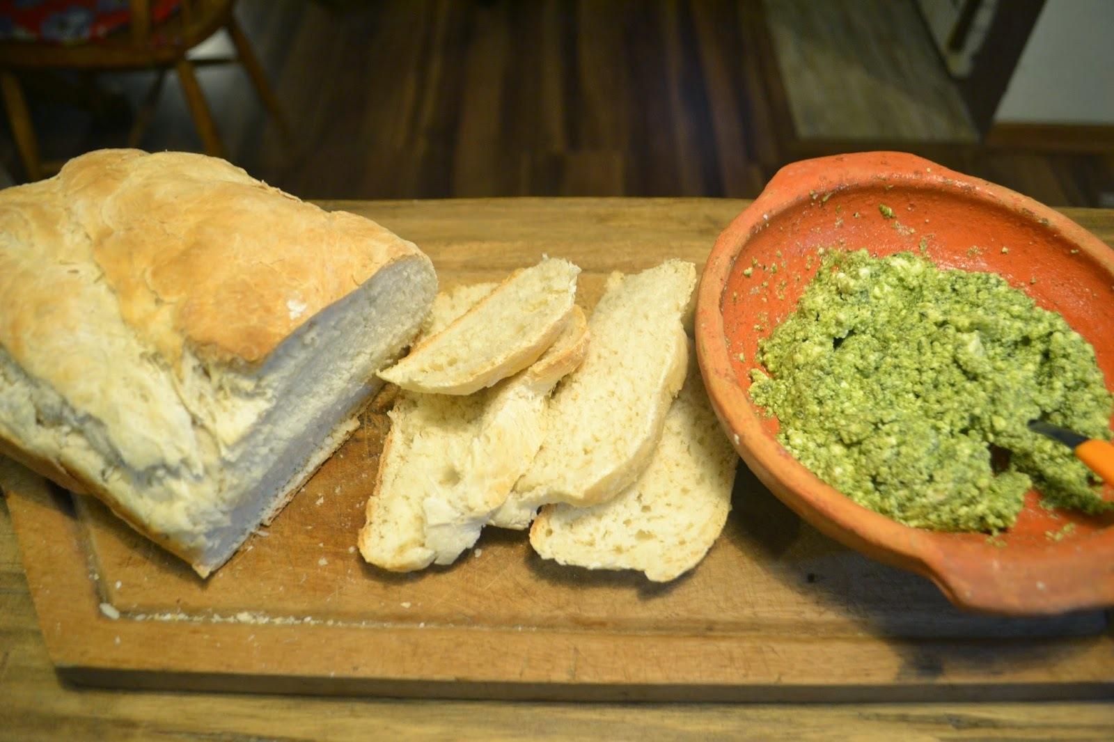 Pasta verde de manjericão, alecrim e ricota