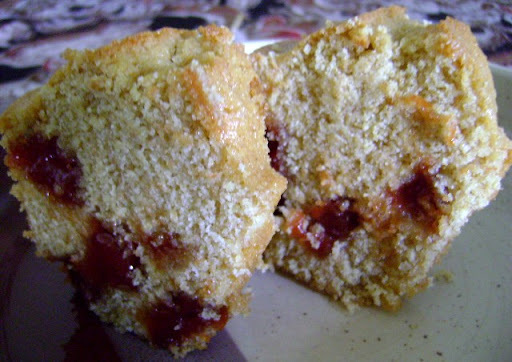 bolo de fuba com goiabada e farofa