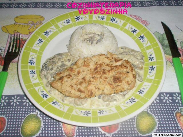 Peito de frango crocante com creme de shitake